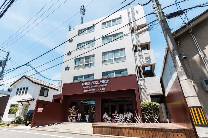 広島駅から徒歩12分マツダスタジアムすぐそばドミトリールーム(男女混合)
