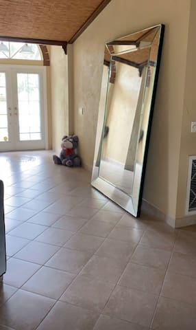 HOUSE NEAR DOWNTOWN CAPE CORAL ( ROOM AVAILABLE)