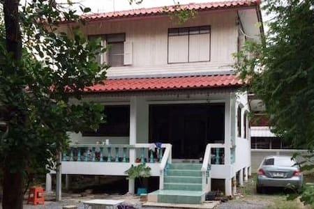Room + Kitchen and WIFI in Bangkok - Bangkok - Ház