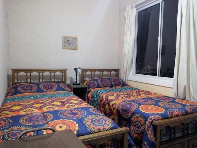 Pieza con vista al mar,camas individuales de 1 plaza.