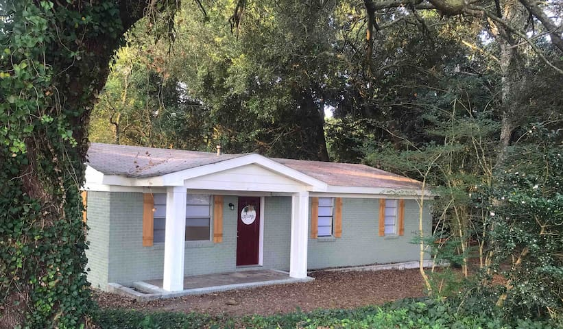 Cottage of the Oaks 1.5mi off beach express