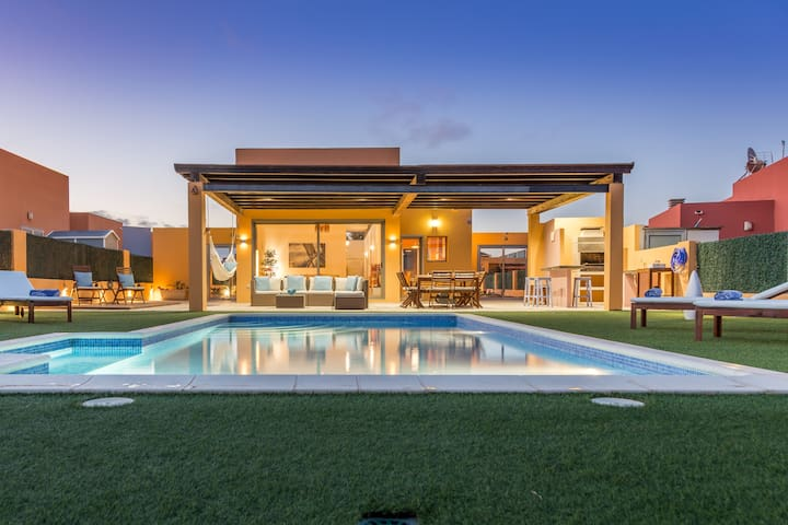 Spectacular Villa, Golf/Ocean View, Heated Pool - Antigua - Casa