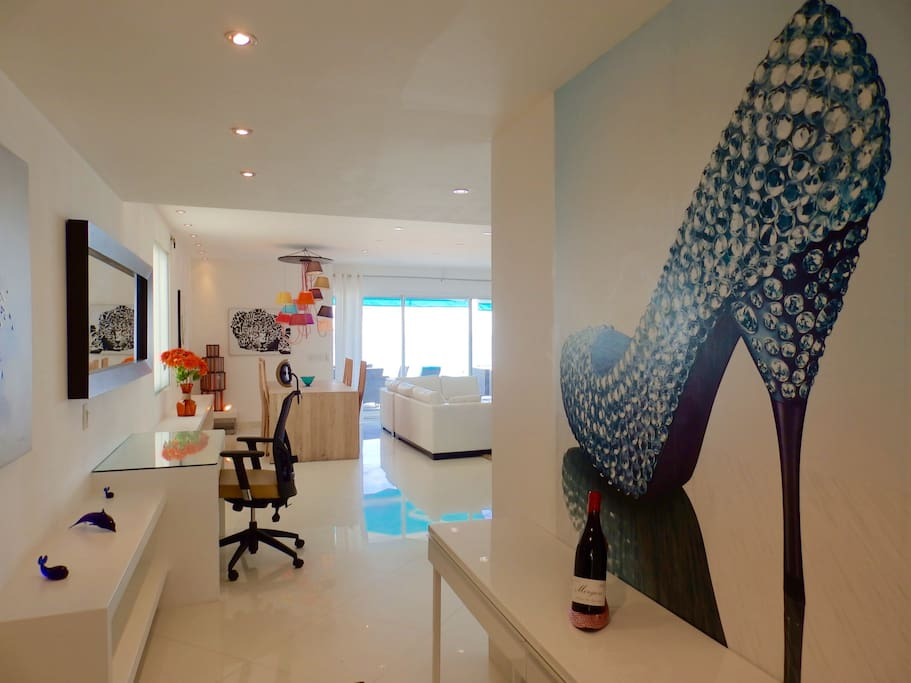 It's all about making an entrance and Tranquility Blue will surely amaze you when you enter. It's modern art work, polished floors and exception sea view.