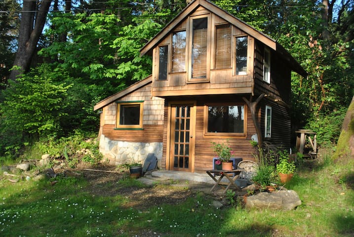 Cozy waterfront cottage - Nanaimo - Houten huisje