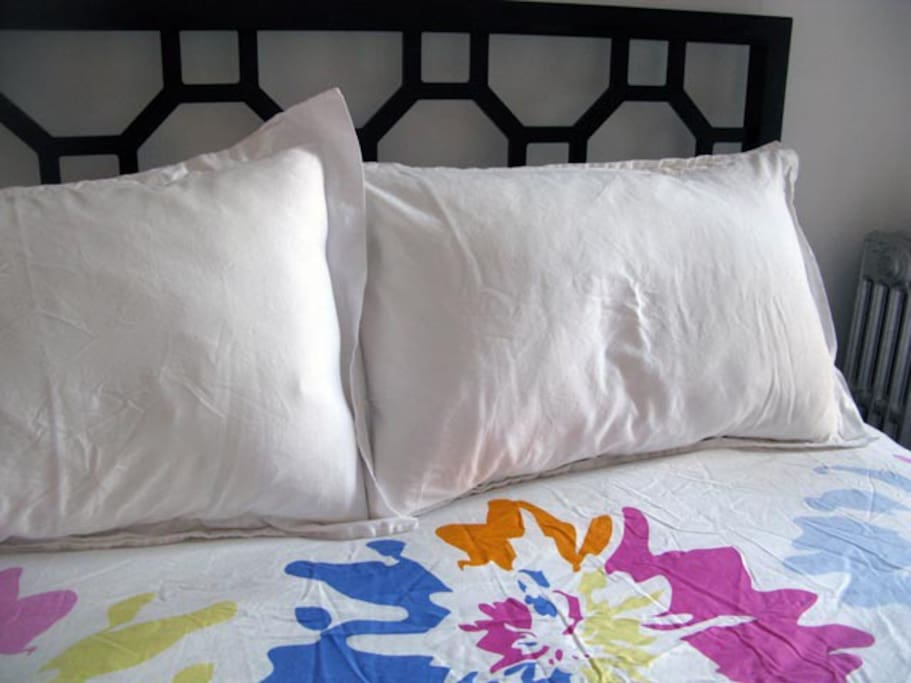 queen size bed, fresh cotton linens