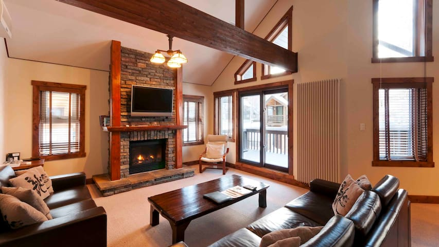 Ishi Couloir A-Traditional 3BR Chalet near slopes