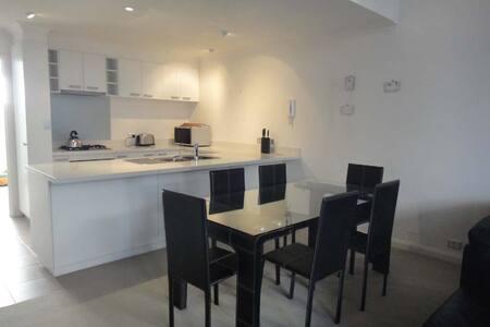 Modern 2 bedroom Spacious Apartment - East Fremantle - Apartment