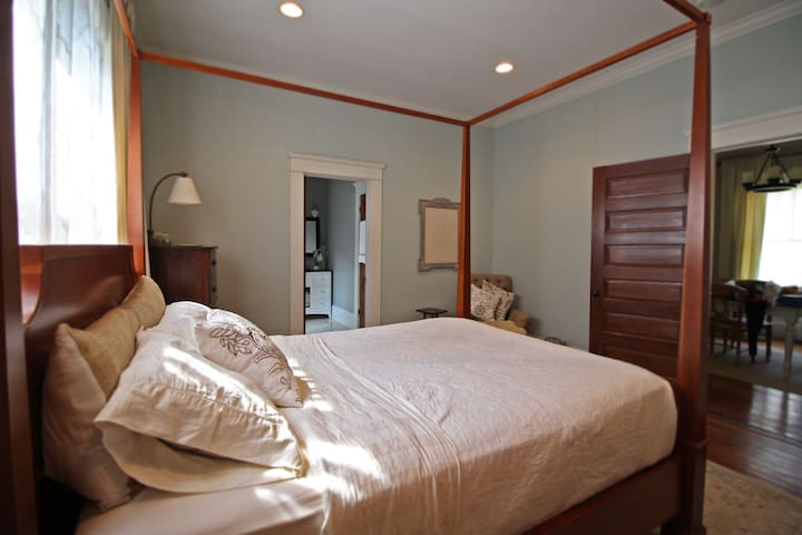 Big, bright master bedroom with a four-poster bed and on-suite bathroom