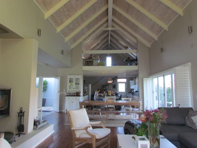 French style House 2 bedrooms - เคปทาวน์ - วิลล่า