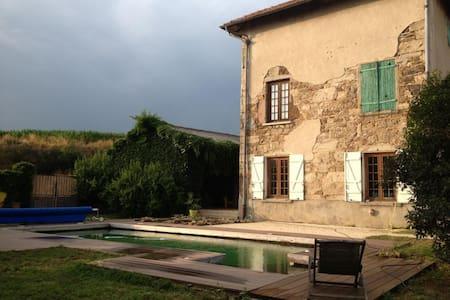 Chambre dans maison- monts du Lyonnais - LARAJASSE - Pension