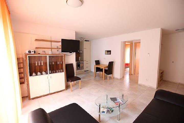 Marinas Ferienwohnungen, (Bad Urach), Ferienwohnung 4, 55qm, 2 Schlafzimmer, max. 3 Personen