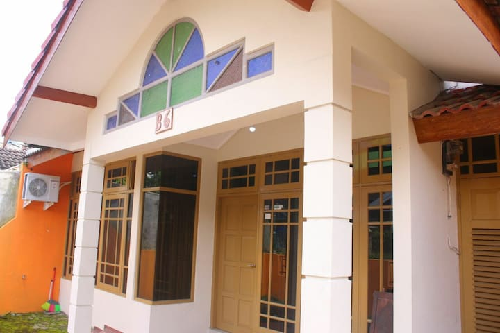 Ambarketawang Guesthouse, rumah yg lapang & nyaman