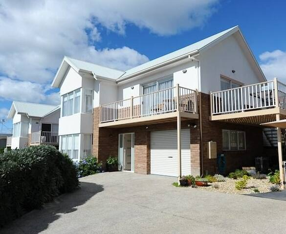 Chapman Street Townhouse, Bellerive, Hobart, Tas - Bellerive - Apartment