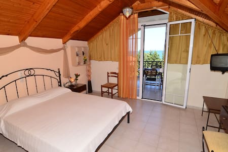 Cozy Sea-view Loft,up to 5 persons - Zakinthos