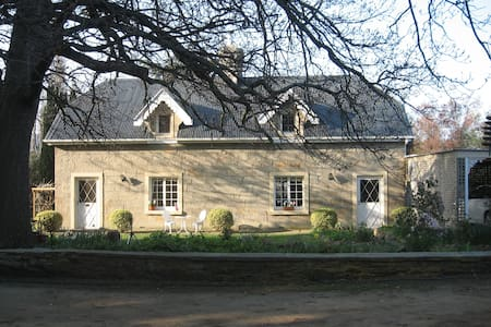 Early 1800's colonial cottage - Pontville