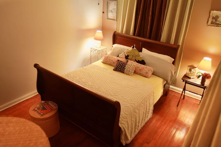 Comfy Room Near Bronx Zoo and NYBG! - Bronx - House