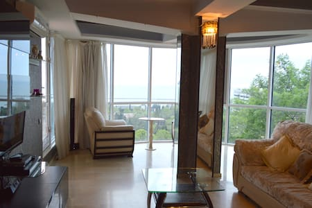 Amazing two bedrooms apartment! - Sochi - Apartamento