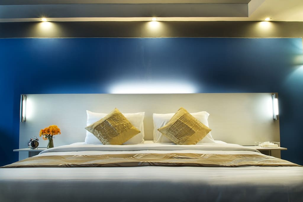 Pillows Hotel as the name bears, the hotel is equipped with pillows specially designed and exclusively offered down alternative microfibre pillows. Guests can also choose from different pillows for those with particular pillowspreferences such as Orthoped