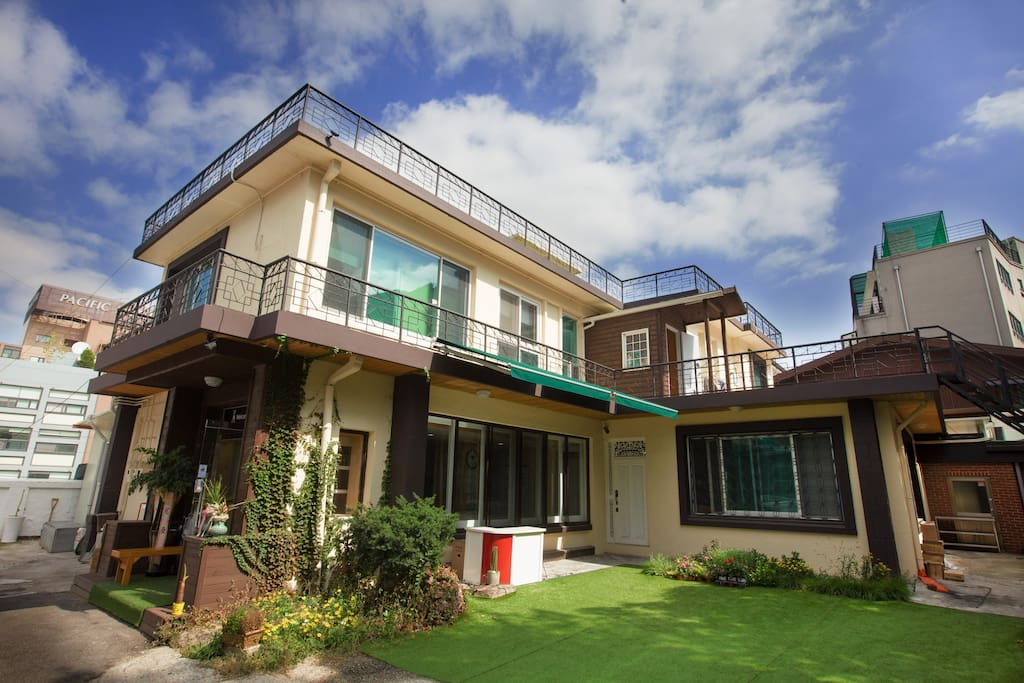 Guesthouse double room bed breakfasts for rent in jung for Buy guest house