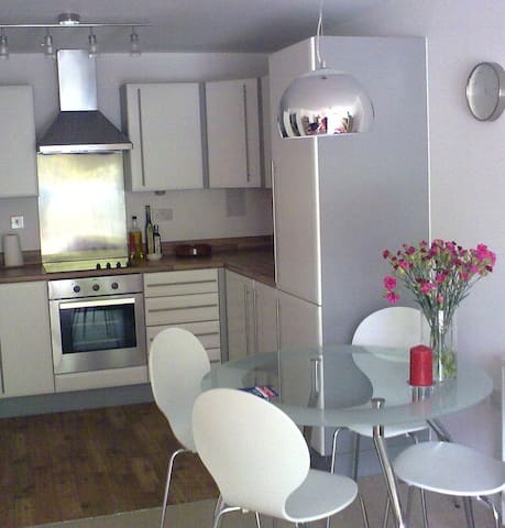 1-bed flat 10min walk from Tower Br