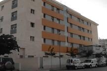goed onderhouden flatgebouw (bouwjaar 2009), parkeergarage
