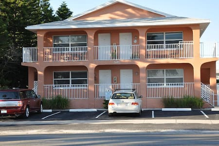 Beachfront Condo Gulfport Florida - アパート