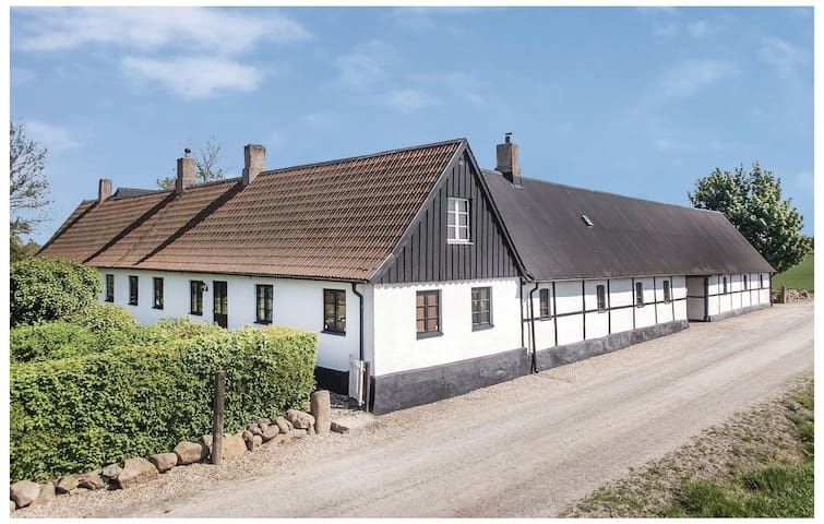 Former farm house with 3 bedrooms on 136m² in Rydsgård