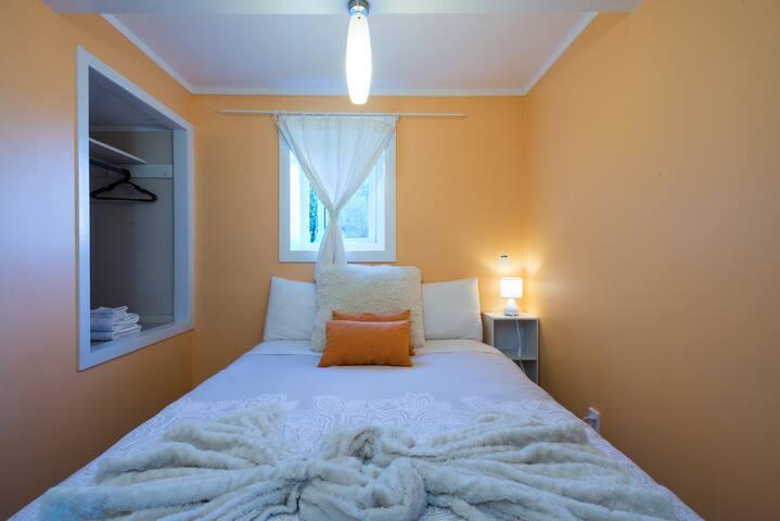 Bedroom n °2 : The Orange room