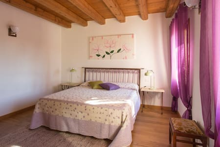 Double bedroom in the country - Spresiano - Aamiaismajoitus