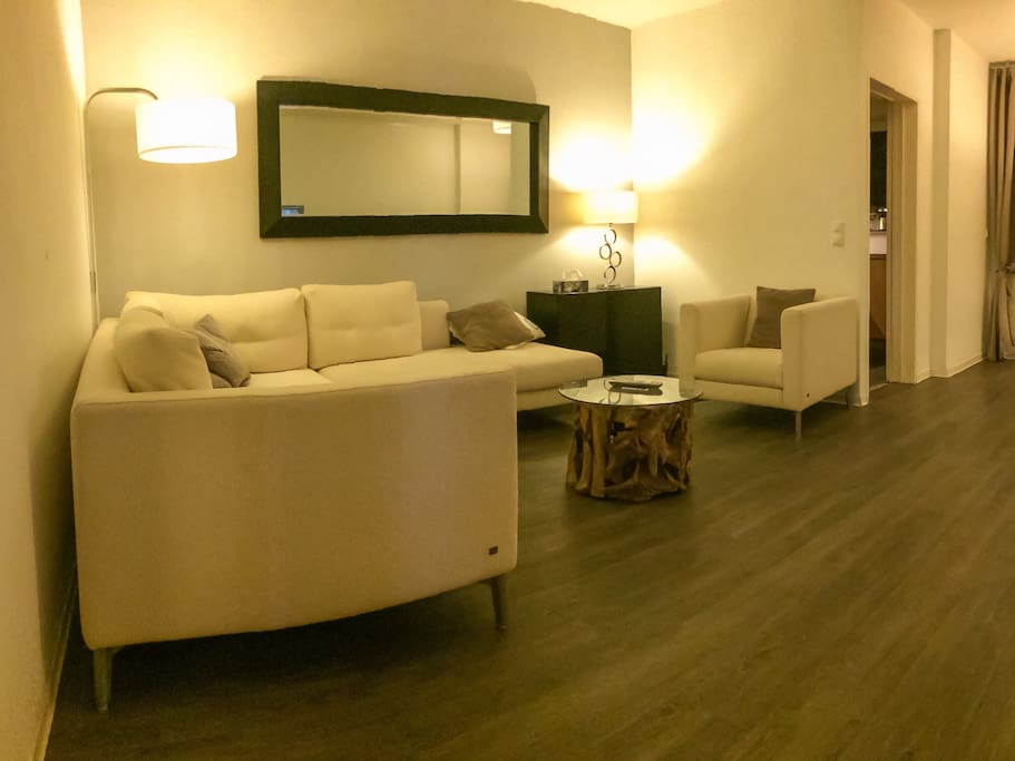 Living room 1/3
