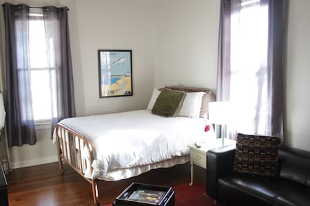 Charming One Bedroom Apartment - Lägenhet