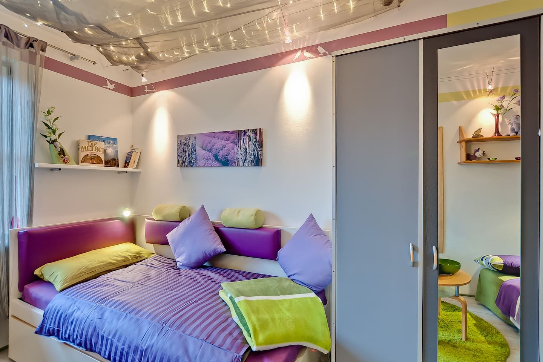 Double-Bed+Double-Sofa = up to 4 sleeping spaces | Doppelbett + Doppel-Schlafsofa = bis zu 4 Schlafgelegenheiten