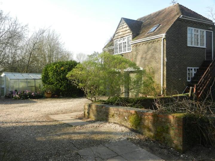 Spacious Riverside Annexe & garden