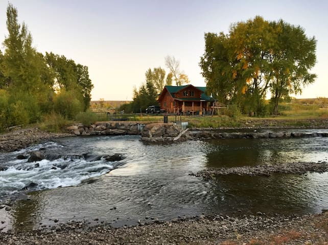 Gorgeous All Season Cabin On River
