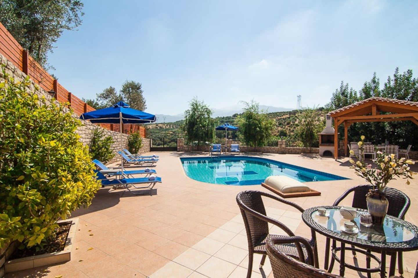 Outdoor relaxing area for your breakfast by the pool!