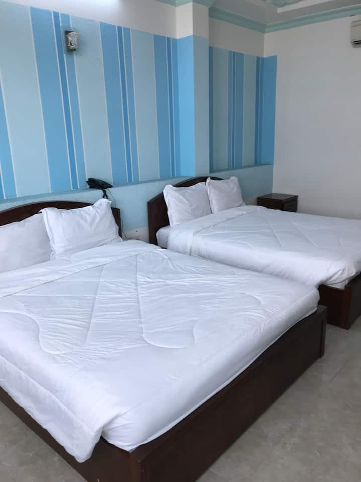 Sông Lạc Hotel (2 bed&4 guests -view Mekong river)