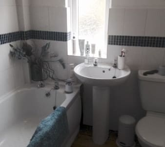 1 Clean comfortable double bedroom. - Torquay - Bed & Breakfast