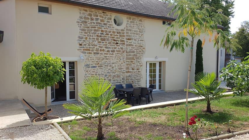Grande maison de famille  au coeur du Jura - Mont-sous-Vaudrey - Apartament