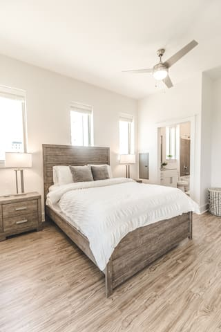 Luxury condo uptown 5 mins from everything