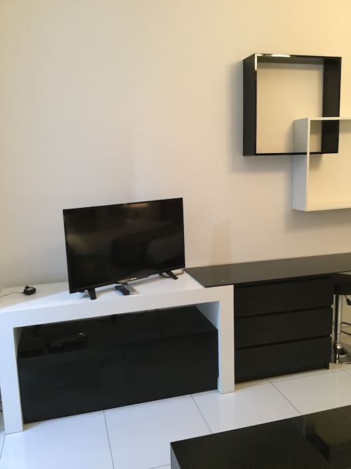 Flat TV with 500 channels