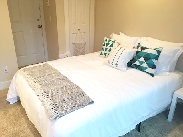 Private downstairs guest suite near Cap Hill