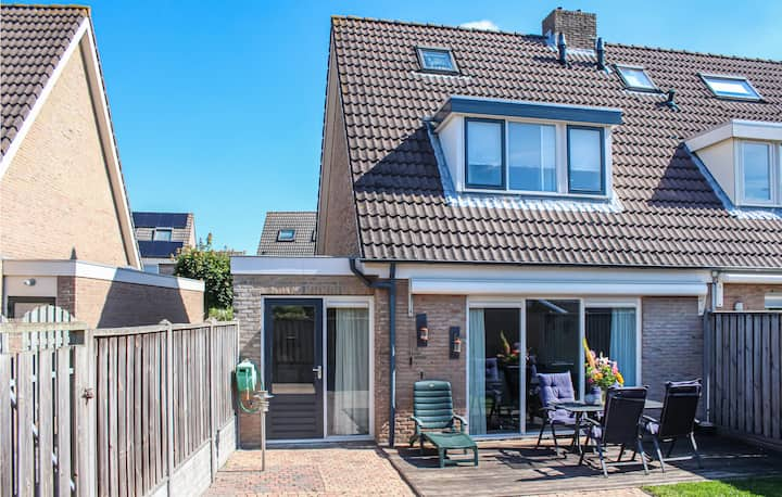 Holiday cottage with 3 bedrooms on 240m² in Middelburg