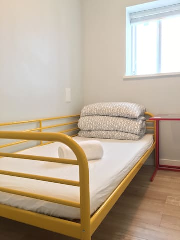 Metrotown Cheapest Single Room #103