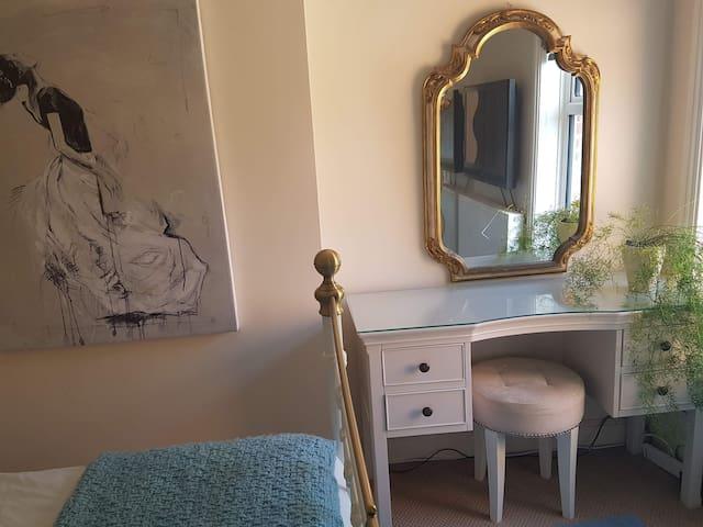 Haverhill - Stunning Edwardian House - Mon-Fri Let