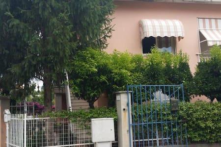 Appartamento in villa 800m dal mare - Borghetto Santo Spirito