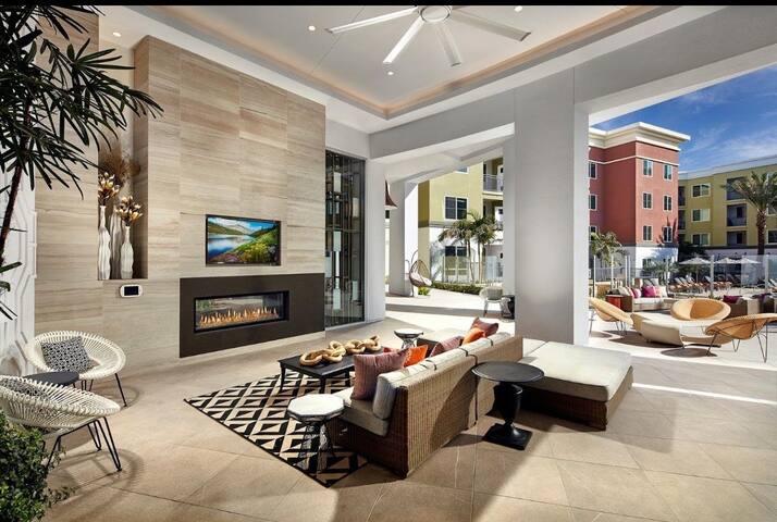 阿市著名的88公寓,一室户,泳池,影院,卡拉ok。
