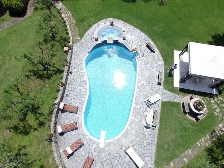 Villa Incanto, pool, near Cinque Terre, sleeps 6/8