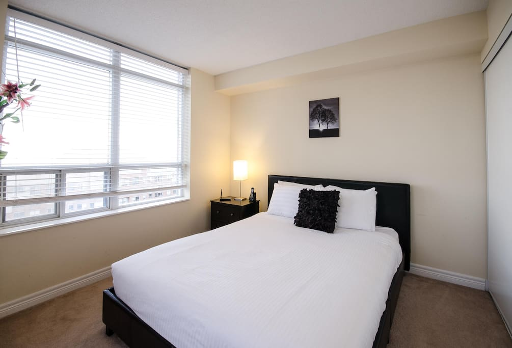 Junior 2 Bedroom Near Square One Mississauga Apartments For Rent In Mississauga Ontario