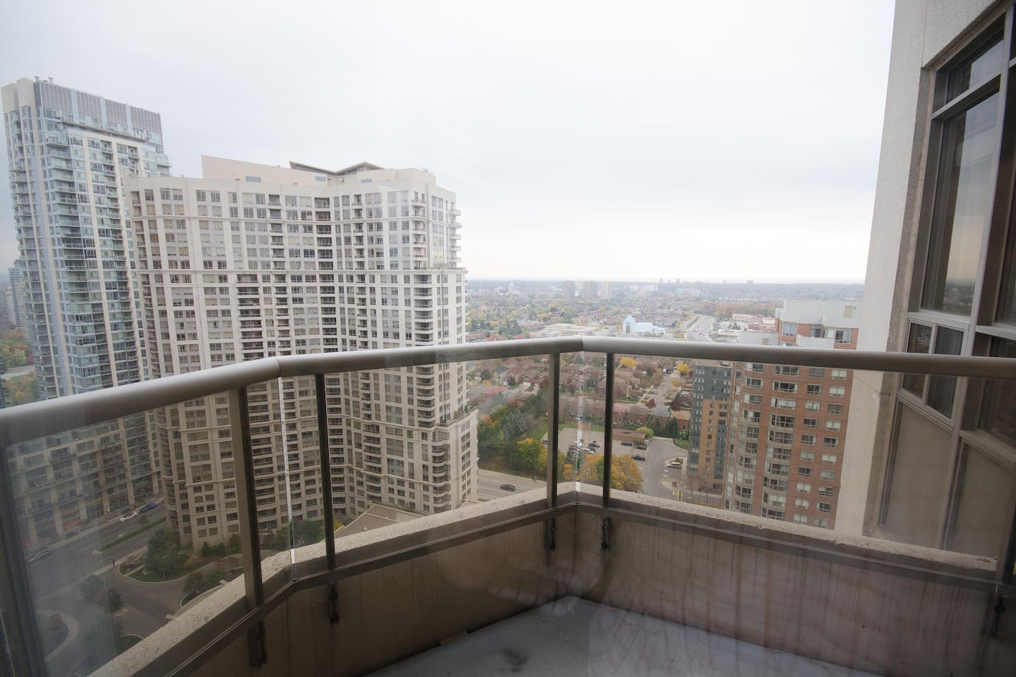 junior 2 bedroom - near square one - mississauga - apartments for