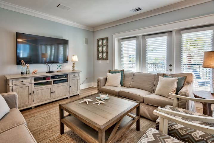 Spacious Living Room Featuring a Flat Screen TV